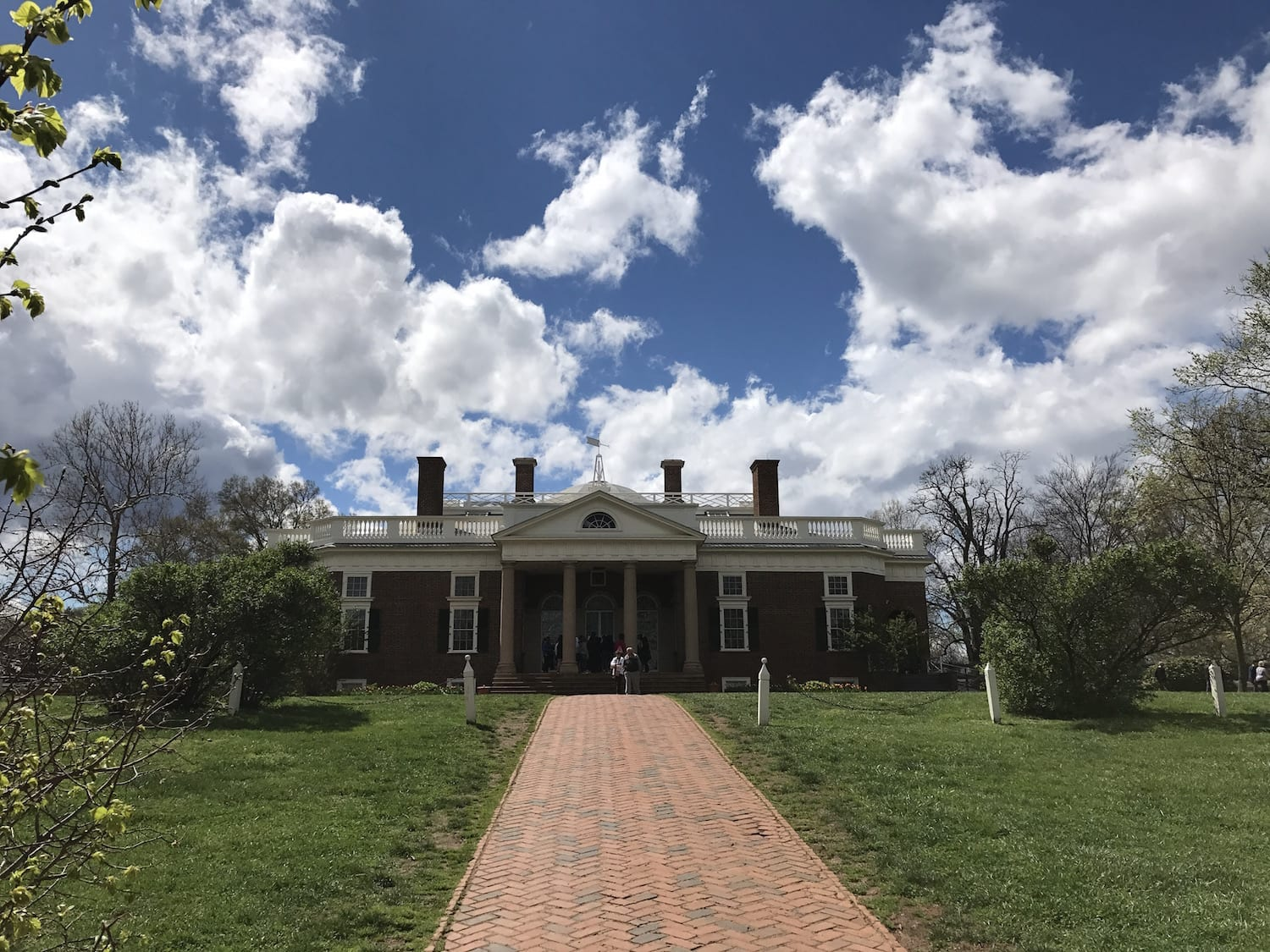 thomas jefferson did he live up Thomas jefferson's presidency jefferson became the third president of the united states on march 4, 1801 one of the first things he did was try to reduce the federal budget, moving power back into the hands of the states.
