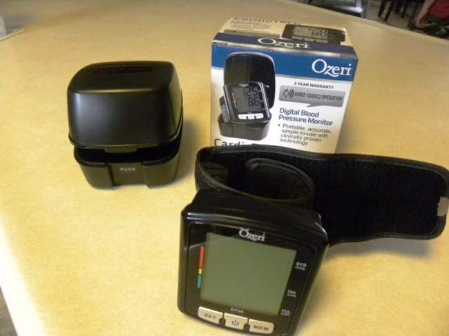 ozeri-blood pressure-monitor-with-case