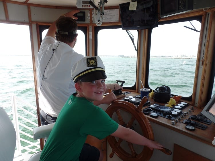 junior-captain-southern-star-dolphin-cruise