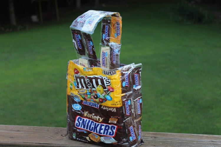 How to Turn Candy Wrappers into a Tote Bag