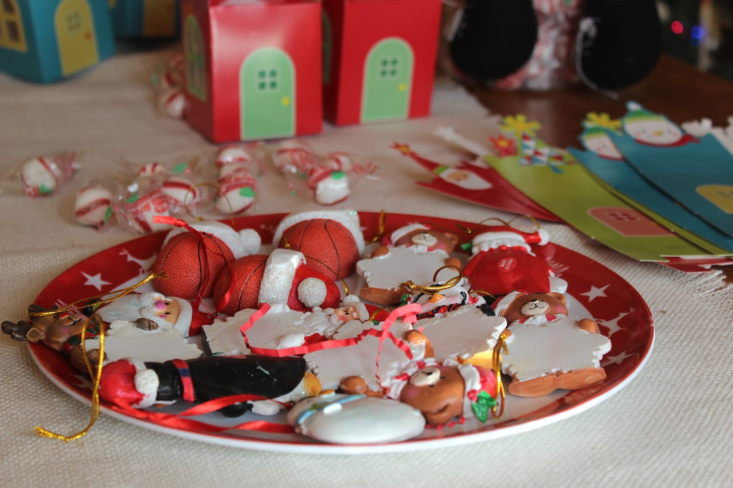 How to host an ornament exchange
