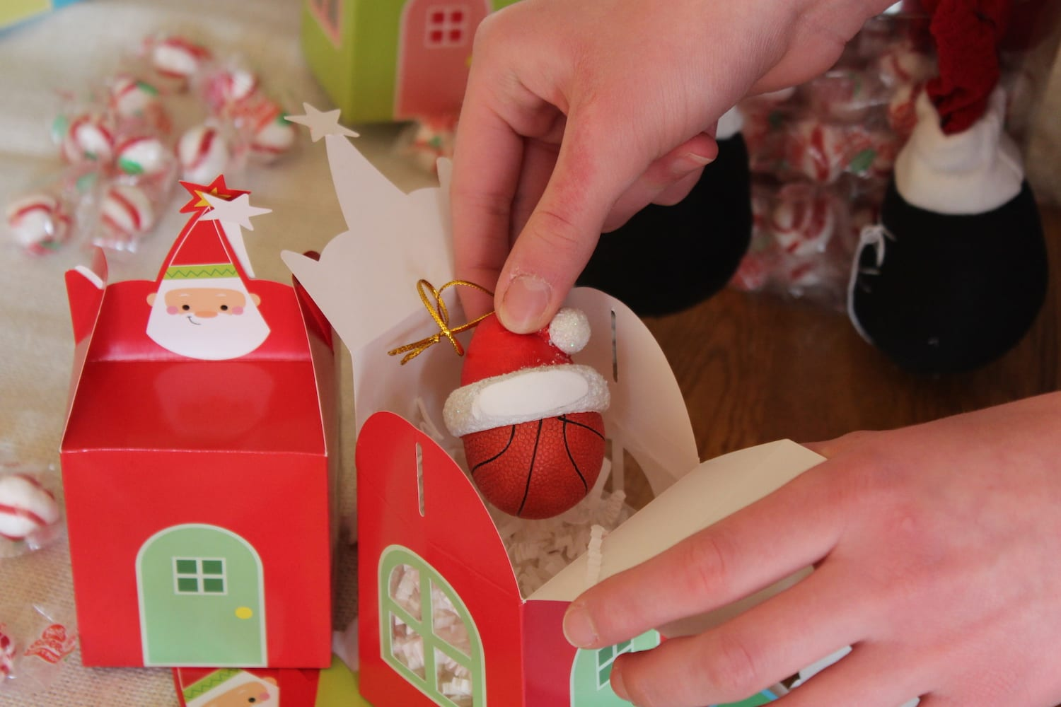 offer portable containers for the ornament exchange