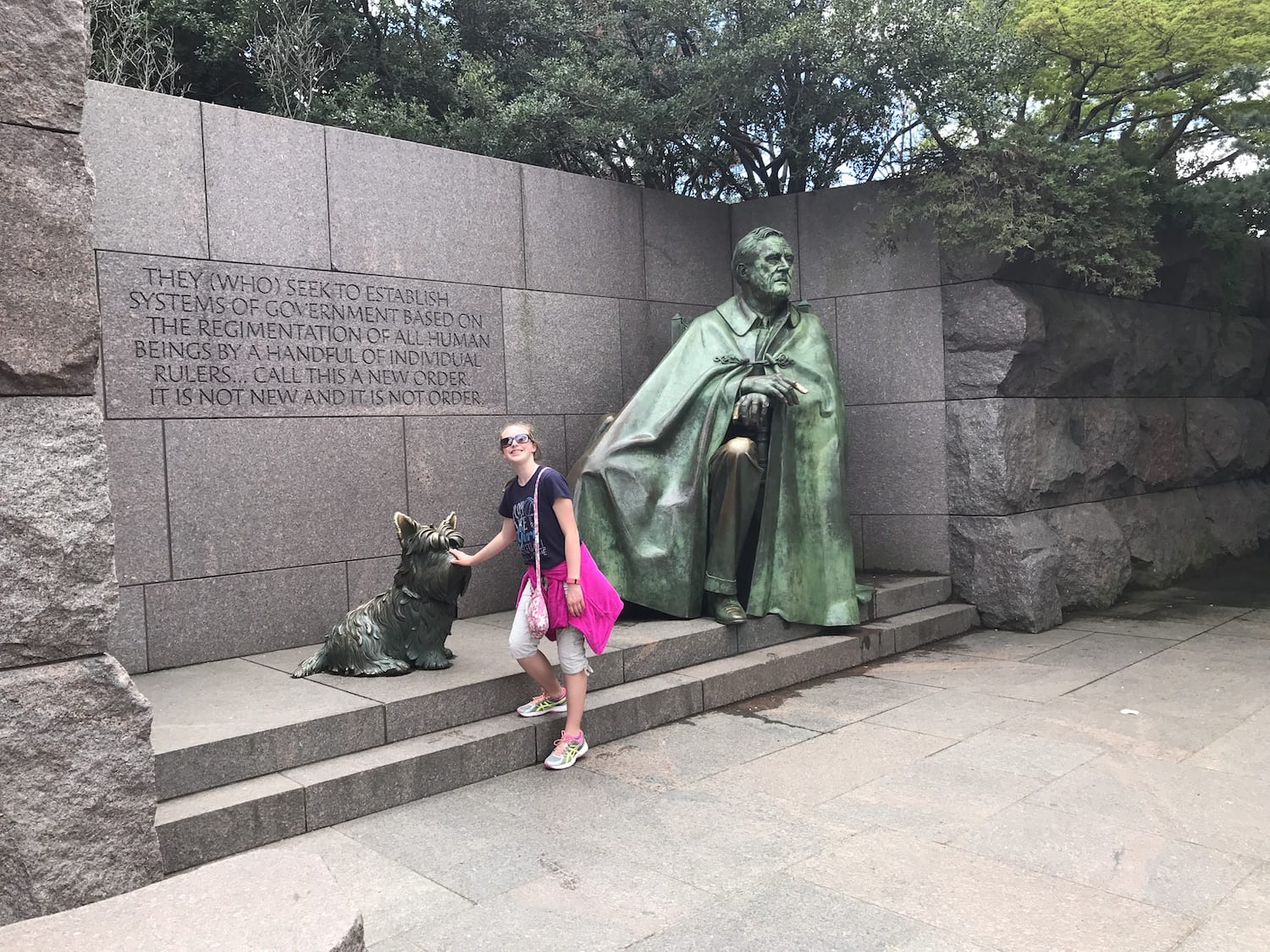 Roosevelt Memorial and his dog Fala